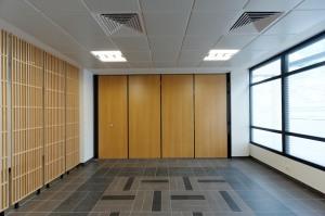 Aménagement de la plateforme sociale d'Athis-Mons: la salle d'attente modulable Réalisation EMMANUELLE LE CHEVALLIER ARCHITECTE