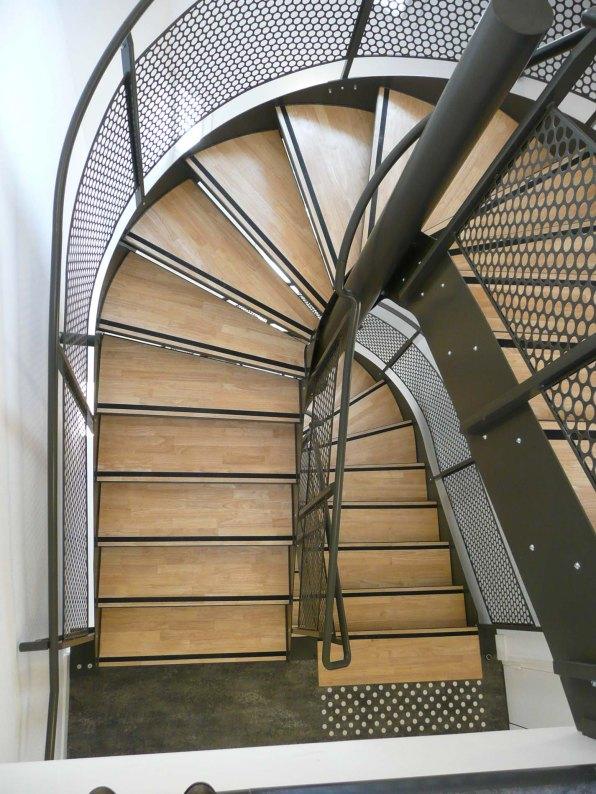 ATELIER D'ARCHITECTURE ELC REHABILITATION LOURDE RUE DE VOUILLE PARIS 15 12 ESCALIER 2