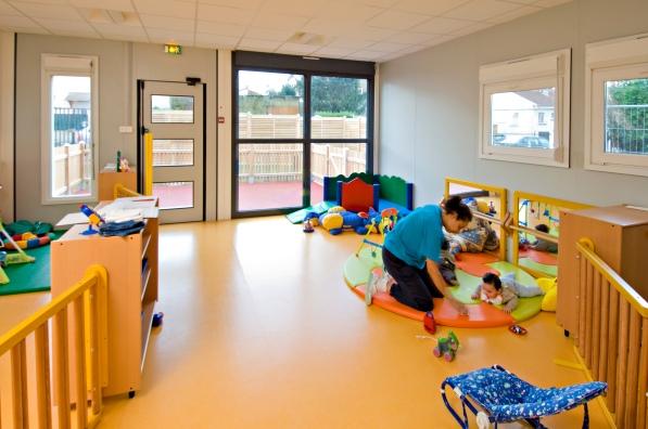 Crèche modulaire à Montreuil : l'espace des petits Réalisation EMMANUELLE LE CHEVALLIER architecte